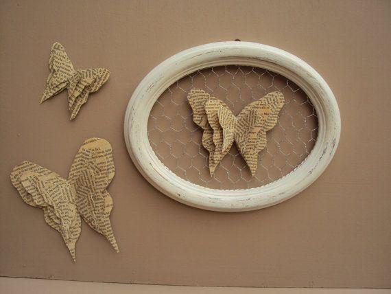 oval frame with butterflies in papier mache par Revesetdesirs, €29.00