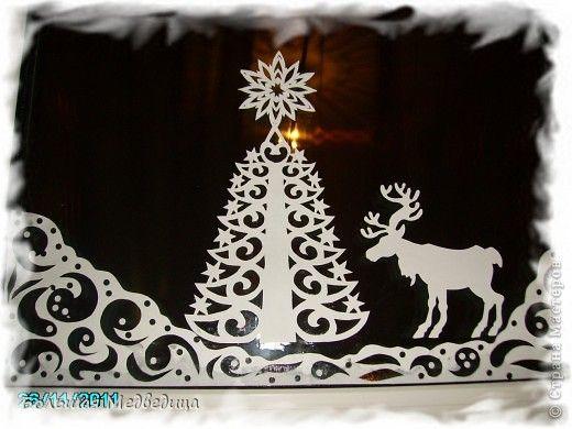 Intérieur, Conte, Décoration Cut, silhouette Cut: Décorer la fenêtre pour la fenêtre de l'histoire du Nouvel An ou de Noël sur le papier, la colle de la nouvelle année.  photo 1