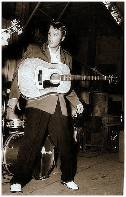 August 5, 1956 - Elvis performed at the Fort Homer Hesterly Armory, Tampa, Florida at 3.30 and 8.15 p.m.