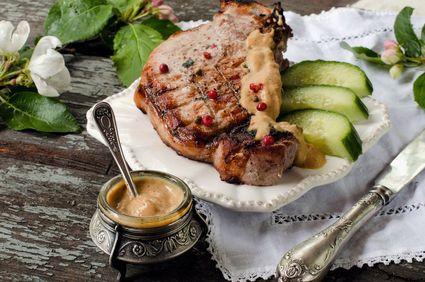 Cotlete de porc cu mere caramelizate