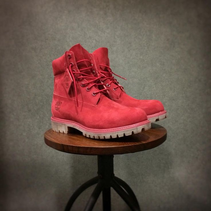 Les Timberland Icon 6-inch red nubuck sont disponibles sur l'e-shop ! Réf A1149 #Timberland #red #rouge #monochromatic #ootd #boots #shoes #footwear #timbs #Nantes #moderntrail