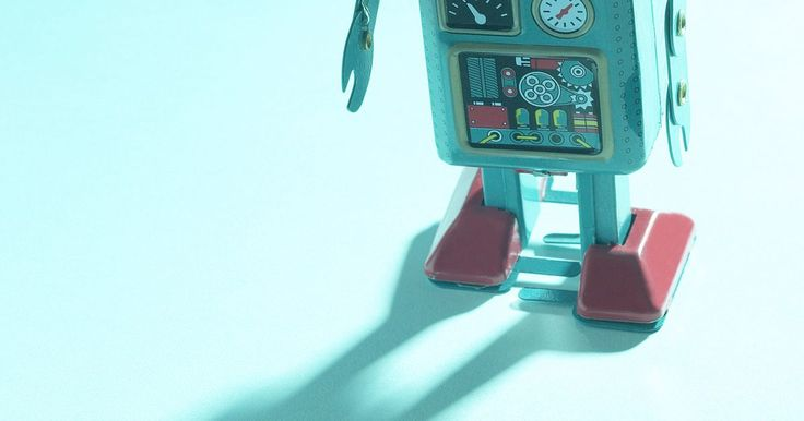 Como fazer um robô com uma caixa de sapatos. Construir um robô é uma atividade que muitas crianças gostam. Use materiais recicláveis, como caixas de sapatos, e decore com papel laminado, parafusos e porcas, tampinhas de garrafas e outros materiais disponíveis em sua casa ou em uma loja próxima à você. Além de entreter uma criança em um dia chuvoso, criar um robô ajuda a desenvolver ...