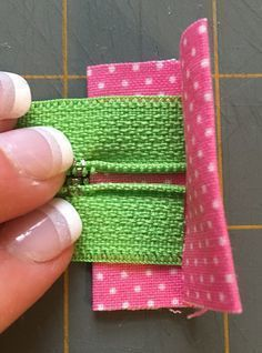 Fear of the zippers! Two simple zipper bag instructions