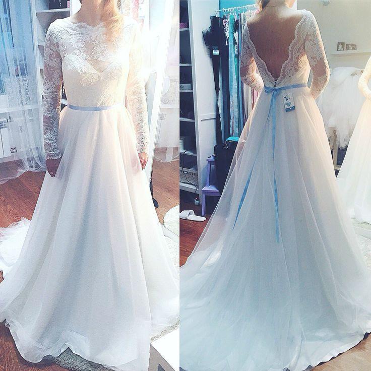 Wedding dress lace sleeves