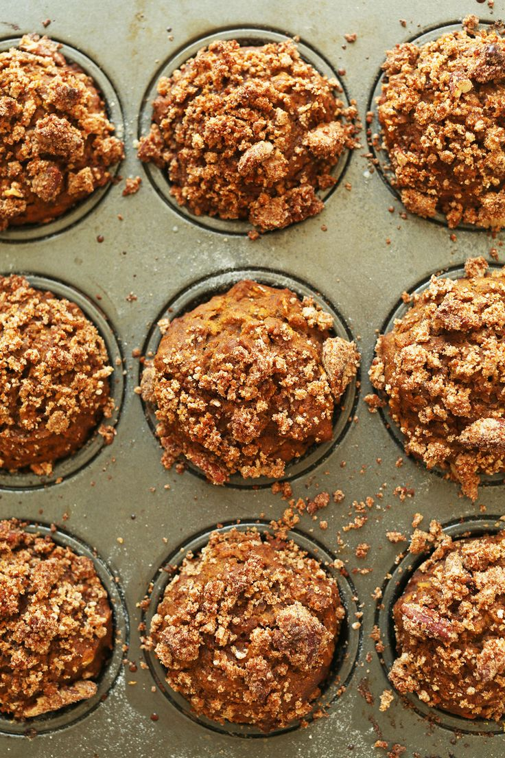 VEGAN Pumpkin Spice Muffins with a Pecan Crumble Topping! 1 Bowl, simple ingredients, naturally sweetened! #vegan #glutenfree #muffins #pumpkin #recipe