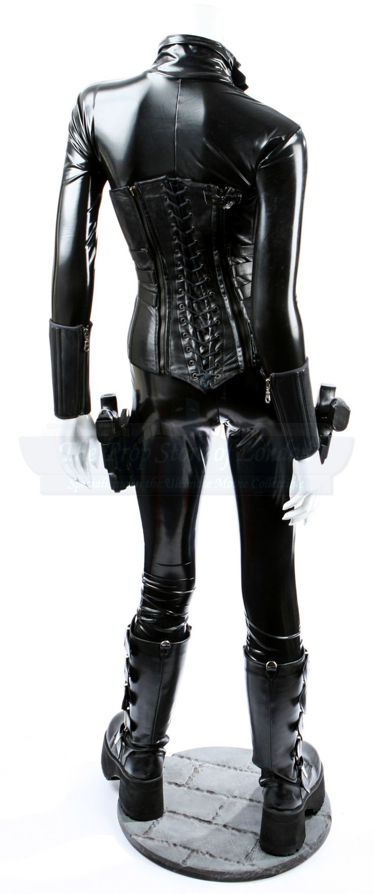 http://www.propstore.com/img/products/882/Underworld_Kate_Beckinsale_Costume_3.JPG