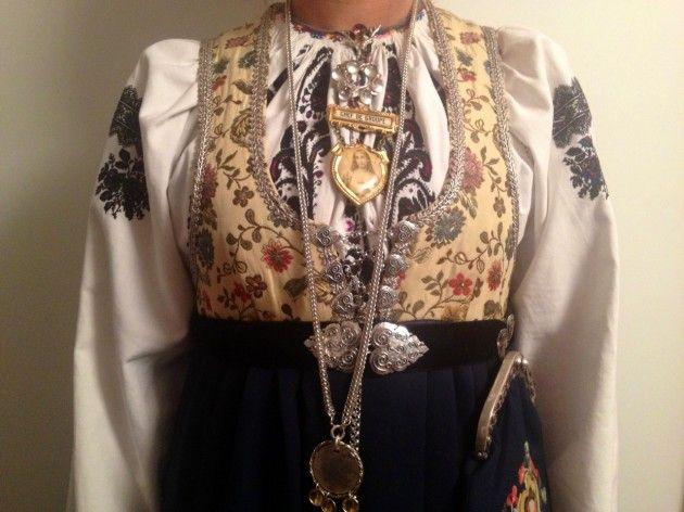 Håndarbeiden » Oppgrader bunaden: Min rogalandsbunad fikk ny fasong - bunad - national costume - omsøm - redesign - craft - DIY - søm - sying