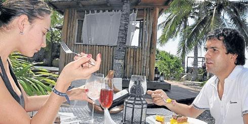 Un novedoso concepto de cocina sana e internacional es lo que se puede encontrar en nuestro Restaurante Azul Karmairi.