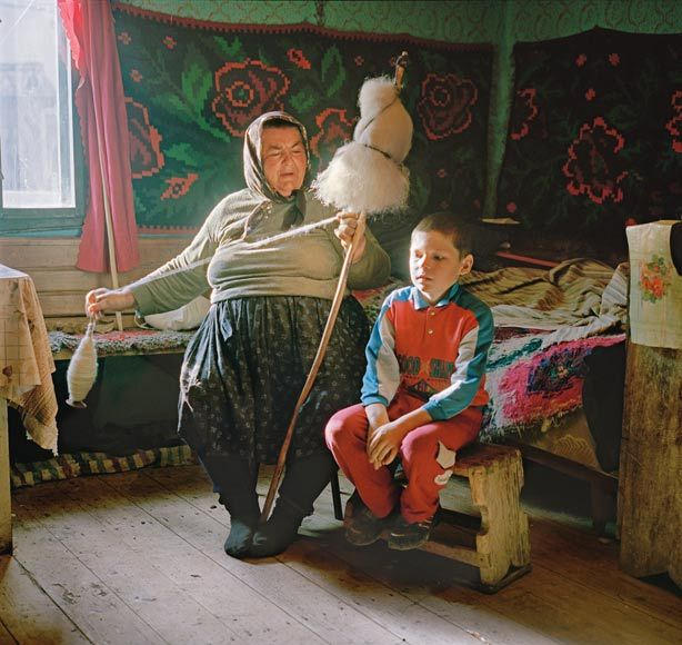 Rena Effendi (Baku, Azerbaijan, 1977): Mothers and grandmothers like Maria Pop, from Cornești, spinning raw wool at home, devote hundreds of hours a year to making traditional embroidered clothes for their families. Transylvania