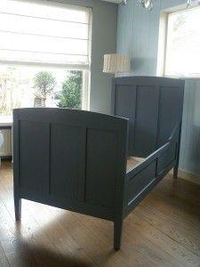 Prachtig eenpersoons bed, ledikant voor de kinderkamer. Verkrijgbaar bij www.knuss.nl mooie bijpassende kast.
