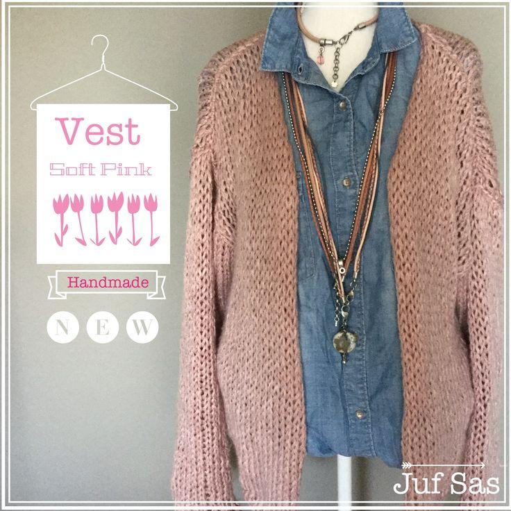 Het weer wordt lekkerder. In de lente is een trui vaak te warm en een shirtje te koud dus het werd tijd voor een juf Sas vest. Natuurlijk een grof gebreid vest