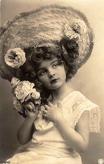 .Old Time Photos, Vintage Postcards, Little Girls, Vintage Photos, Vintage Children, Vintage Photographers, Vintage Photography, Vintage Hats, Old Photography