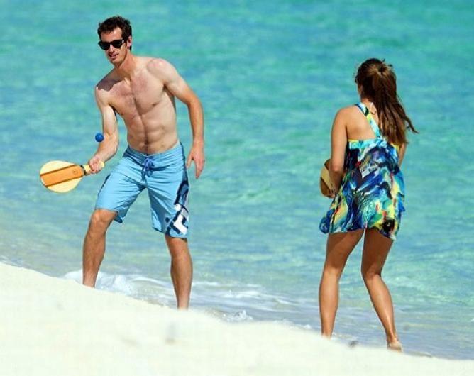 Andy Murray defeats girlfriend at air hockey