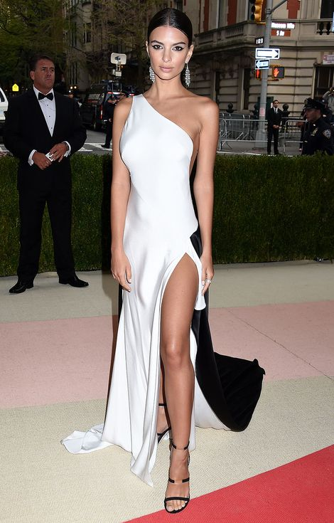 Met Gala 2016: Every Gorgeous Look on the Manus x Machina Red Carpet | People - Emily Ratajkowski in Prabal Gurung