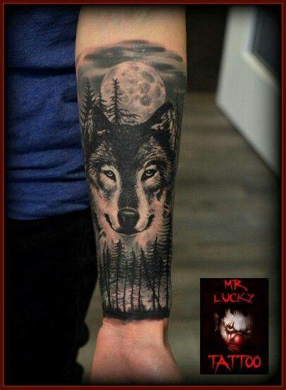best 25 wolf tattoos ideas on pinterest forest tattoo sleeve tree sleeve tattoo and wolf. Black Bedroom Furniture Sets. Home Design Ideas