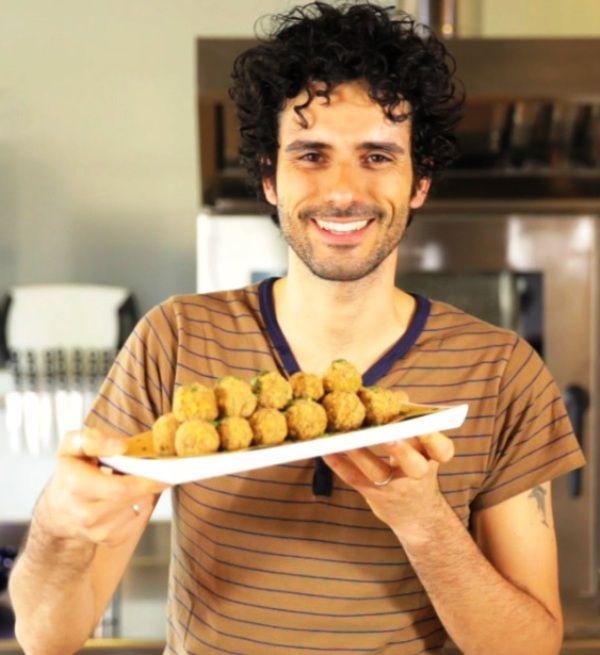 N4 sicuramente la mia principale fonte di ispirazione per le ricette....Marco Bianchi sia dalla sua pagina faceboo, sia dal suo canale youtube ed anche ovviamente quando sta in televisione. Molto preparato spiega bene le cose senza mai diventare però noioso o pesante.