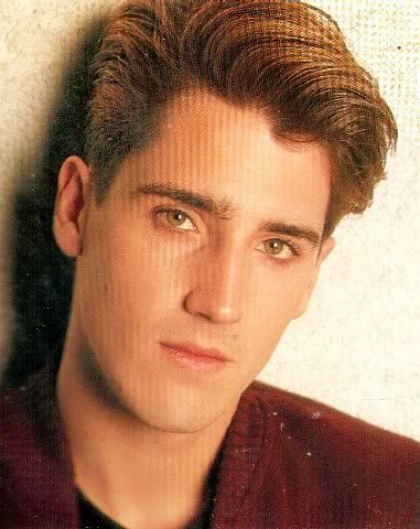 Jonathan Knight was so hot in this picture.