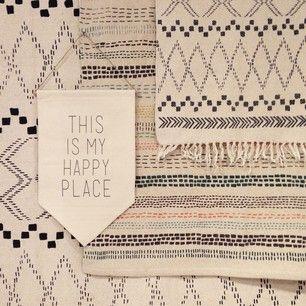 """LAGERHAUS har så mycket snygga mattor i härliga mönster. En sak jag lagt på minnet nu när jag ska inreda min andra lägenhet, är att inte fästa mig för mycket vid IKEA. Man tänker oftast i andra butiker att """"jag köper inte detta här eftersom det är billigare sen på IKEA"""", men risken är då att den personliga touchen försvinner. Köp det du gillar och inte vad man """"måste"""" köpa. Lagerhaus, HM HOME, Zara home, ellos, rusta m.m., finns många bra budgetalternativ med fina saker. <3"""