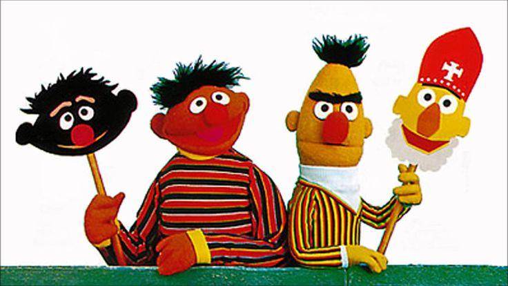 """Bert en Ernie - """"Hoor wie klopt daar kinderen"""""""