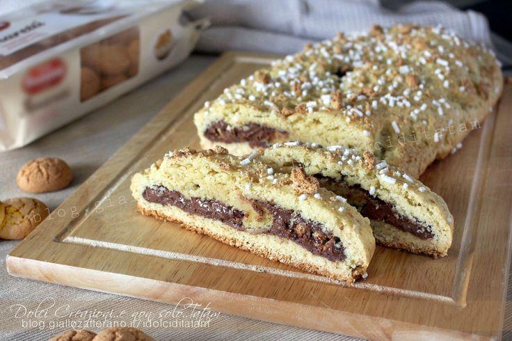Il Ciambellone rustico marchigiano con nutella e amaretti è un dolce semplice della tradizione marchigiana, rivisitato ed arricchito. Facile e veloce.