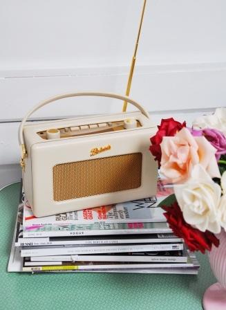 Cream Roberts radio.