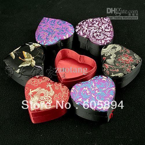Маленькое в форме сердца элегантный необычные украшения подарочной коробке картонная упаковка китайский глазет кольцо серьги ожерелья браслета хранения чехол