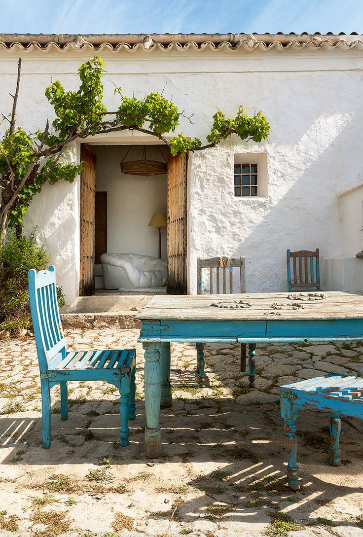 A 400 YEAR OLD HOME ON THE ISLAND OF IBIZA | style-files.com | Bloglovin'