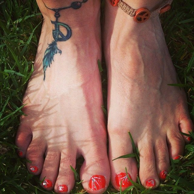 Freshly painted nails.... Ready for the #beach #friends and fun after a weekend of study and hard work.  Cheers #Mindbodyandsoul #beauty #hippieatheart #hippiefashion #hippiechicktrainer #bohemian #bohemianfashion #ankletatoo #nailpolish #confidence #motivation #personaldevelopment #hippiefree #peace #peacesndlove #hippiespirit #freespirit #freedom