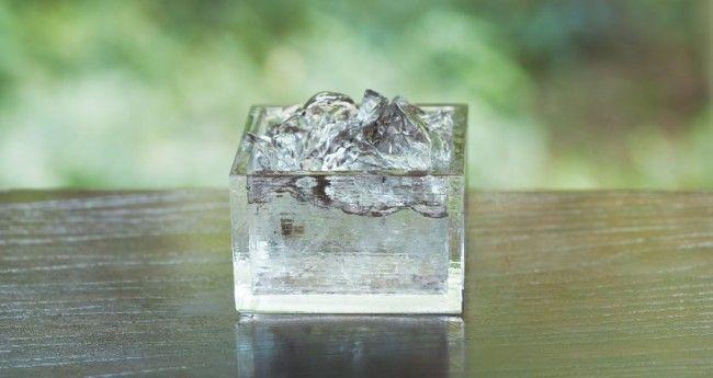 これは美しい!日本酒をステキに味わえる、氷のような硝子の升「HIYAMASU」 – Japaaan 日本の文化と今をつなぐ