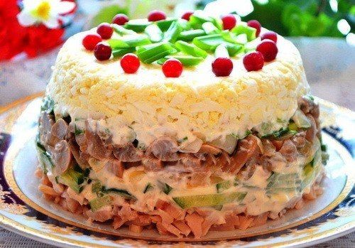 Layered salad with chicken and mushrooms.