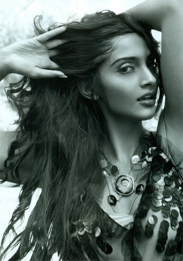 #Sonam Kapoor in #Zariin #necklace.