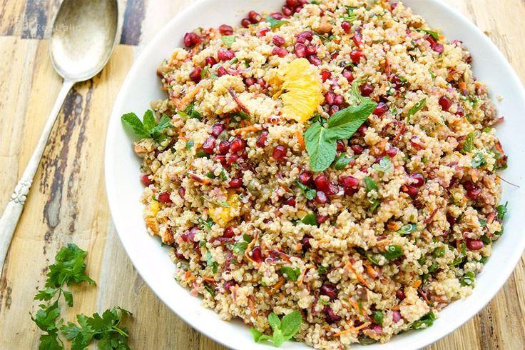 Marokkanischer Quinoa-Salat Rezept, Vegan, glutenfrei, mit Minze, Kurkuma, Oranges, Granatapfel, Mandeln, Minze, Petersilie, Kapern