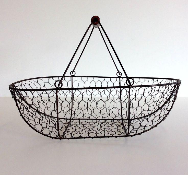 Cestino in rete metallica nera con manici impugnatura legno. H.con manici cm.25xl.cm.38xp.25