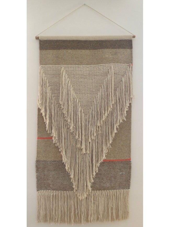 Tapis mural Vic Varanassi collection Freeform Weaving. Tapis en laine et coton beige écru et orange. Tapis à accrocher au mur. Esprit scandinave.