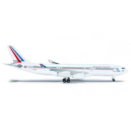 Airbus A340-200 French Air Force a escala 1:500 de Herpa mas info: http://www.maqualas.cl/es/home/354-airbus-a340-200-french-air-force-4013150523509.html