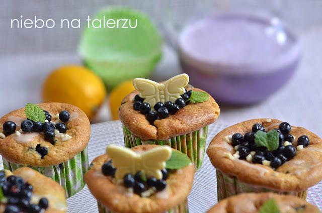 Muffinki z kaszą jaglaną i jagodami. Jogurtowe, jaglane muffinki jagodowe