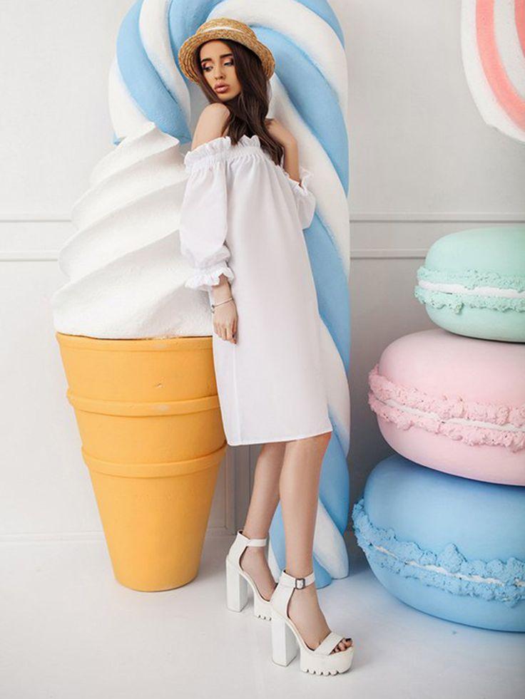 Платье белое - Miss Queen - Платье прямого силуэта с вырезом-лодочкой и коротким рукавом на резинках, выполненное из гладкого котона.