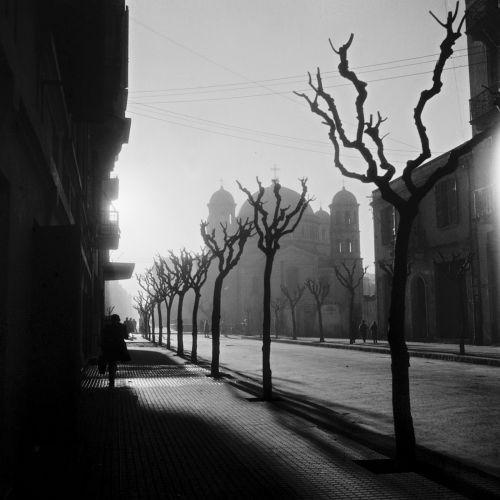 Η Μητροπόλεως και η Μητρόπολη από τον φακό του Σωκράτη Ιορδανίδη - Δεκαετία 1950