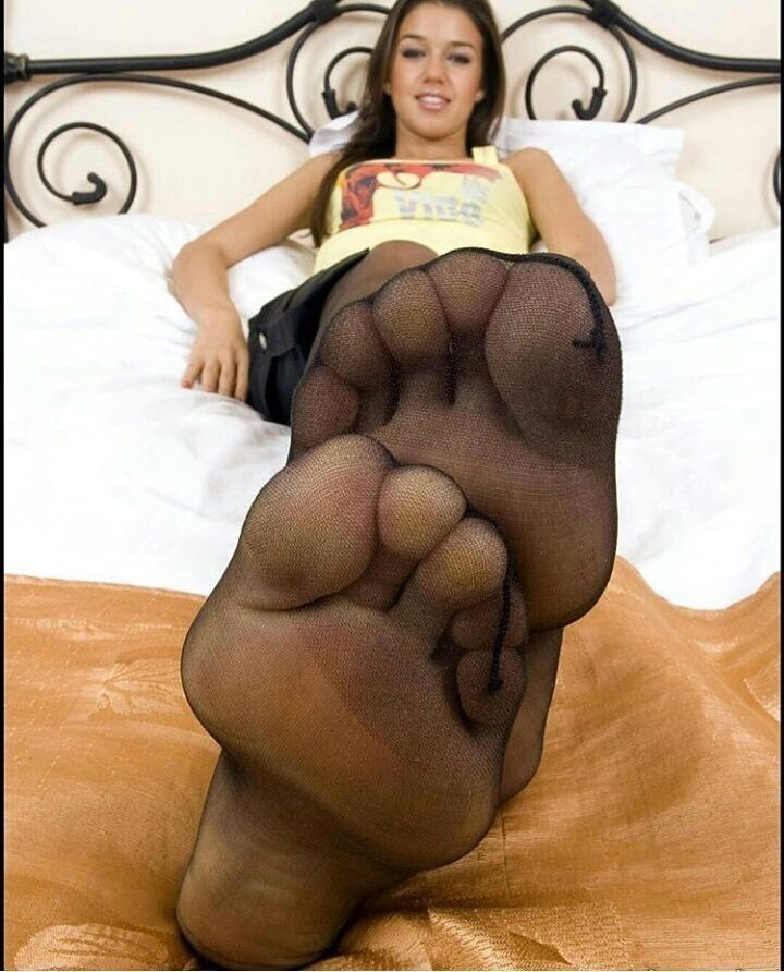 Sexy arched feet