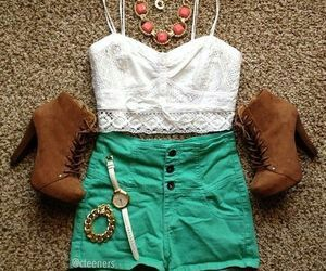 High waiste shorts outfit!
