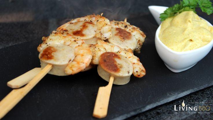 Garnelen-Würstchen Spieße ist ein tolles Garnelen Rezept, welches als Vorspeise bzw. Fingerfood mit Curry Mayonnaise serviert werden kann. Meeresfrüchte, lecker