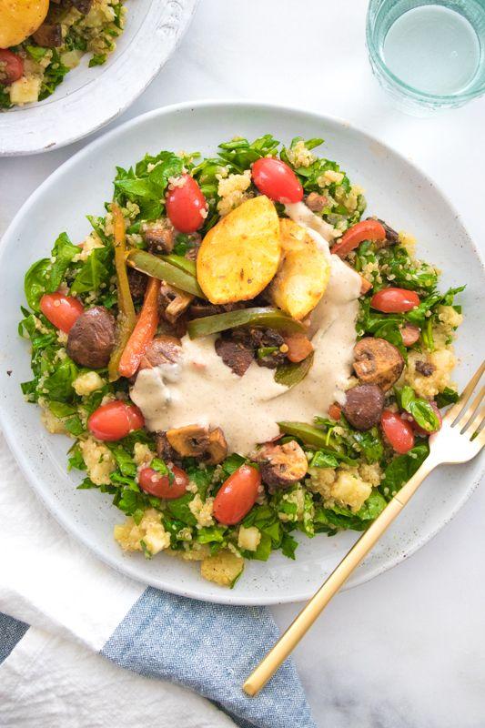 Harissa-geröstete Pilze über Quinoa, Pastinaken & Spinatsalat | Essen von Elaine