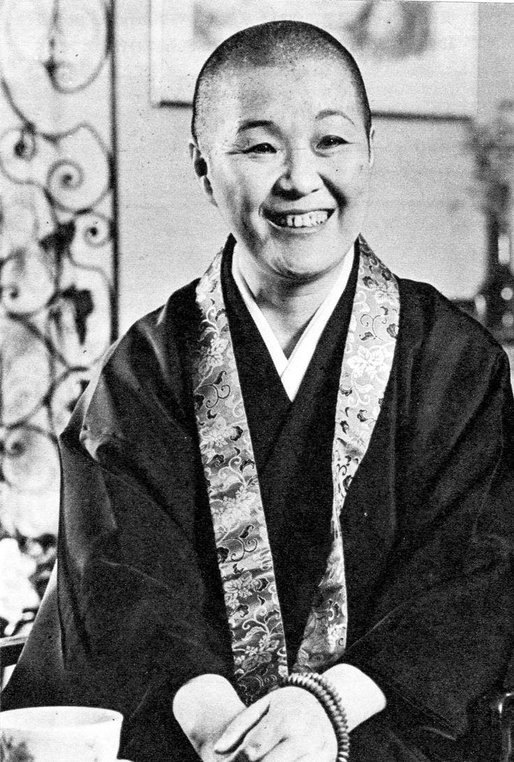 1974年11月、作家の瀬戸内晴美さんが、平泉の中尊寺で髪を下して寂聴尼となった。「逃避ではなく、新しい生命を得て生まれ直したい」と出家を選んだとのこと。51歳での選択でした。