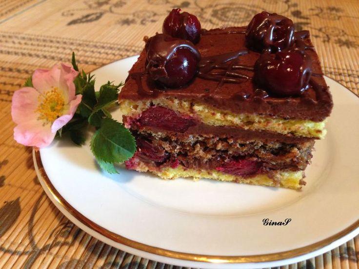 O prajitura aromata cu visine si ciocolata, un blat crocant cu nuca prajita si altul pufos de vanilie.