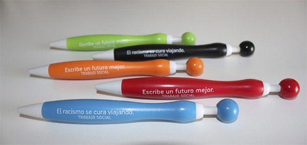 Bolígrafos personalizados: La publicidad en bolígrafos es una forma económica y rápida de llegar al mayor número de personas