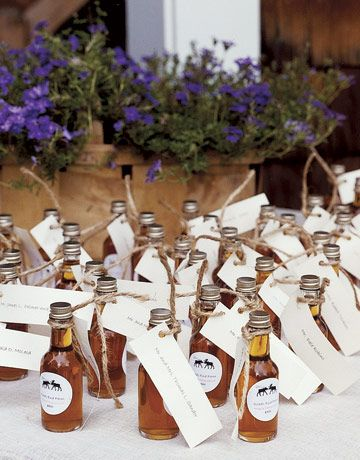 maple syrup bottles that doubled as place cards and wedding favors.