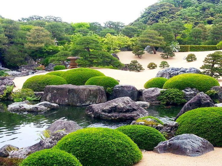 5.3 #AdachiMuseum #Runk1 #Shimane  #TheGardenRankingOfJapan #13年連続庭園日本一 #정원 #日本の美 #心を癒す庭園 #心を奪われた #素晴らしい #静と動の調和が見事 #art * #足立美術館 中に入ると目に飛び込む広大な庭園はまさに圧巻の一言!😍日本人なら一度は行くべきスポットです!🏃息を呑むほど美しくてため息がもう圧倒されましたわ。どこも手入れが行き届いていて、さすが米国の日本庭園専門誌で13年連続庭園日本一だけあって見事な庭園でした。💯