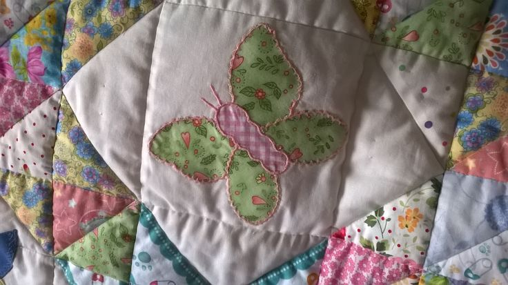 Patchwork copertina culla con farfalla - Patchwork baby quilt butterfly appliqué