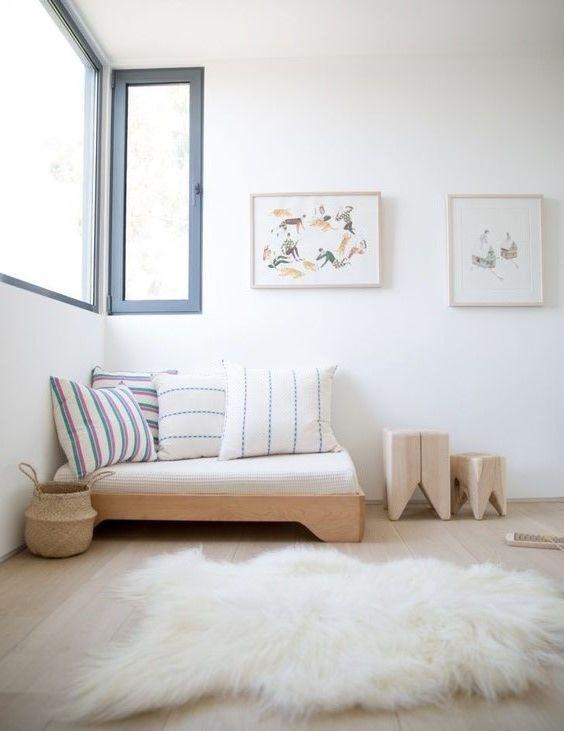 vía Mommo Design No hay duda de que el blanco se lleva en las habitaciones infantiles. Su uso ayuda a iluminar los espacios de los peques y a crear cuartos más relajantes. Por eso suele ser el gran protagonista en los ambientes nórdicos, a los que se suma con todo el encanto del minimalismo. El …