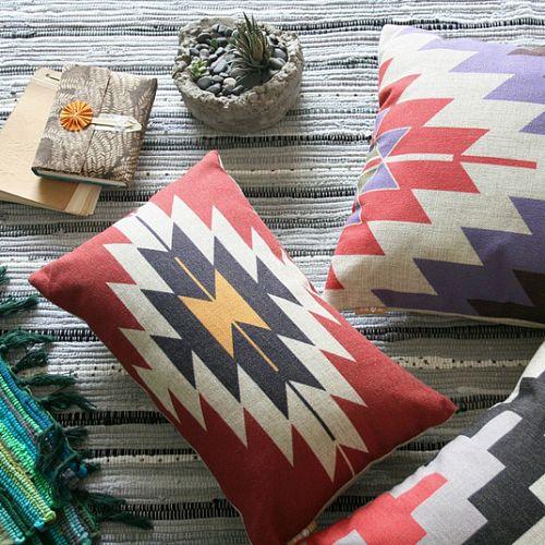 Подушка с индейским принтом